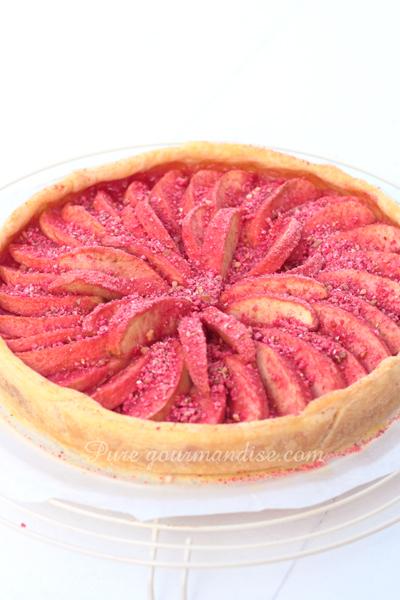 Tarte aux pommes et aux pralines roses